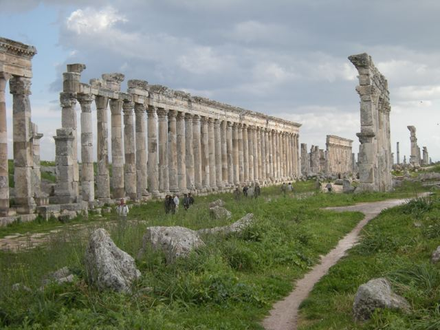 The colonnade of Apamea. Photo © Matthew Stevenson