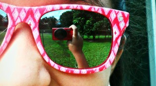 sunglasses_reflection_by_mistyrules0123-d54x7el